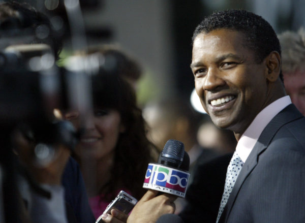 """Academy Award winning actor Denzel Washington walks the red carpet as he arrives for the Los Angeles premiere of the film """"The Manchurian Candidate"""" in Beverly Hills, California July 22, 2004. Photo by Robert Galbraith/Reuters"""