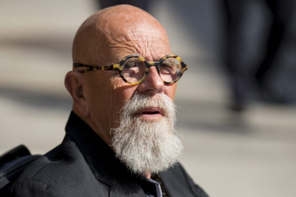"""Artist and photographer Chuck Close arrives for """"The Late Show with Stephen Colbert"""" at the Ed Sullivan Theater in Manhattan, New York, September 8, 2015. Colbert makes his """"Late Show"""" debut on Tuesday with a mix of Hollywood glamour and presidential campaign politics with guests George Clooney and Republican White House contender Jeb Bush."""